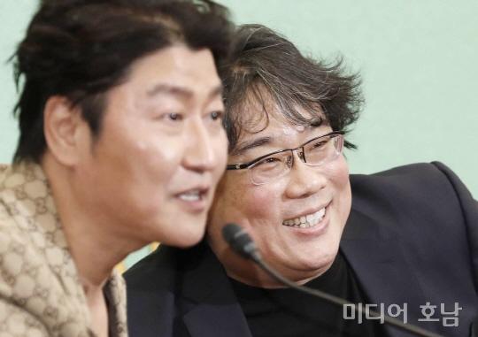 기생충, 일본 관객 220만명 돌파…한국영화 중 흥행수입 1위