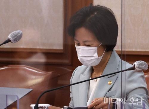 '특혜휴가 의혹' 추미애 아들 자택·사무실 압수수색