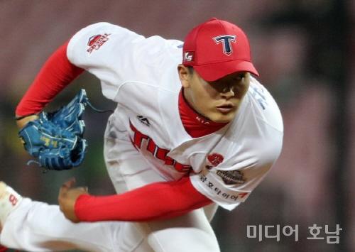 터커 21일 만에 홈런·박찬호 첫 대포…KIA, 두산 꺾고 3연승